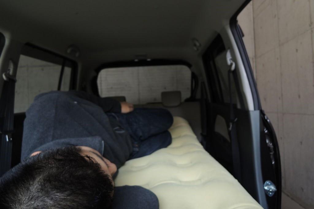 FIELDOORエアベッドを敷く_膨らませた_寝た